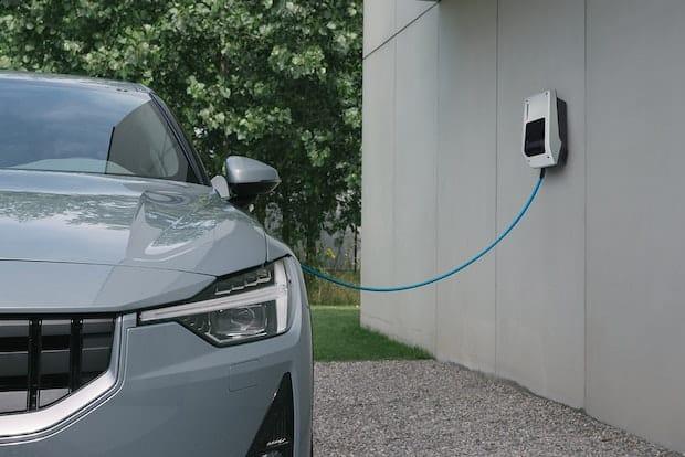 Ricarica di auto elettriche in modo sicuro comodamente a casa
